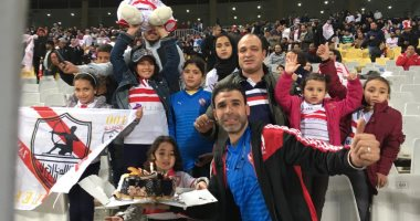 فيديو وصور.. طفلة تحتفل بعيد ميلادها فى مباراة الزمالك واتحاد طنجة