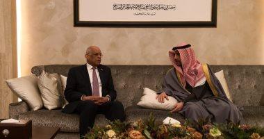 """""""رئيس النواب"""" يلتقى الجالية المصرية بالكويت ويدعوهم ليكونوا خير سفراء عن بلدهم"""