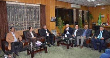 """المحافظ لـ""""مجلس النادى الإسماعيلى"""": لن نسمح بأى أزمة تعيق مسيرة الدراويش"""