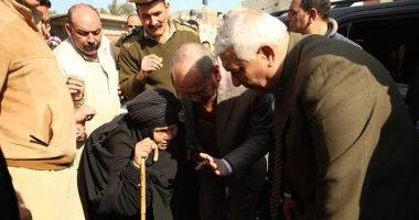 """مسنة لمحافظ كفر الشيخ: """"عاوزة بطانية"""".. والمحافظ يصرف 500 بطانية لقريتها"""