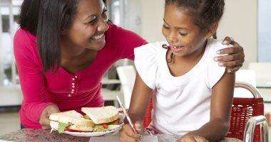 للأمهات فى موسم الامتحانات.. خلى المذاكرة عليهم والأكل المفيد عليكى.. أفضل أكلات ومشروبات تساعد على التحصيل والاستيعاب.. اللبن والجنزبيل بيساعدوا على الفهم والنشاط.. وركزى على السمك..والشاى مطلوب بشروط