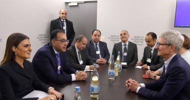 صور.. رئيس الوزراء يبحث مع الرئيس التنفيذى لشركة آبل ضخ استثمارات مباشرة بمصر