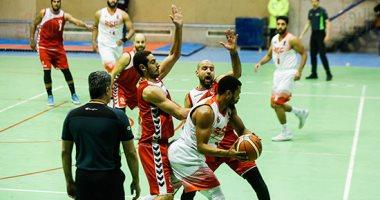 صور.. الزمالك يتقدم على الأهلى فى الشوط الأول من قمة السلة