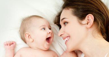 قبل مايظهر سنة اللولى.. 8 أسباب وراء ابتسامة طفلك الرضيع