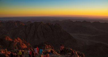 صورة اليوم.. لحظة شروق الشمس على جبل سانت كاترين ما تتعوضش