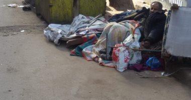 """""""إحنا معاك"""".. مسن يعيش فى الشارع منذ 10 سنوات بشارع الوصافة بالإسكندرية"""