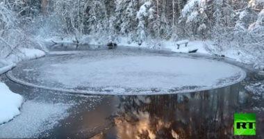 شاهد.. ظاهرة طبيعية مذهلة فى نهر فنلندى
