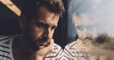 مع تغير الفصول.. اعرف أعراض اكتئاب الخريف وعلاجه