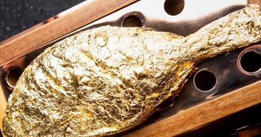 صور.. مطعم فى دبى يقدم طبق سمك بالدهب.. سعره يساوى كام شهر من مرتبك؟