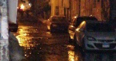 غلق شوارع بنها بسب انفجار ماسورة.. والمدينة تدفع بسيارات لسحب المياه