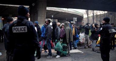 صور.. الشرطة الفرنسية تخلى مخيما للمهاجرين فى باريس