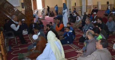 محافظ الوادى الجديد يلتقى المواطنين فى المسجد الكبير بالخارجة ويستمع لمشكلاتهم