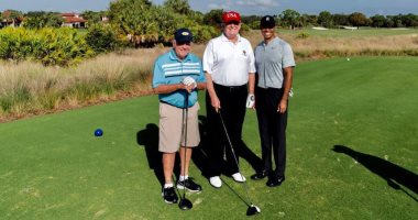 فيديو.. ترامب يلعب الجولف مع الدب الذهبى والأغنى فى العالم.. اعرف الحكاية