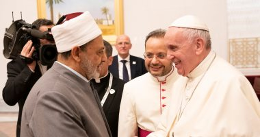 لقاء تاريخى.. شيخ الأزهر والشيخ محمد بن زايد يستقبلان بابا الفاتيكان فى الإمارات