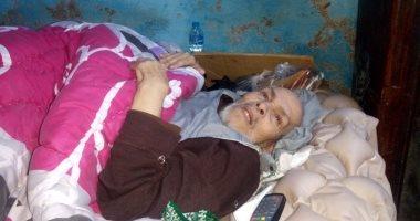 صور.. مأساة عجوز بالشرقية يعيش فى غرفة مظلمة ويناشد بنقله لدار مسنين