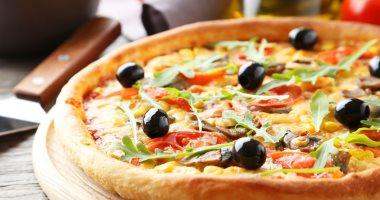 بخطوات بسيطة طريقة عمل البيتزا بالفراخ فى المنزل اليوم السابع
