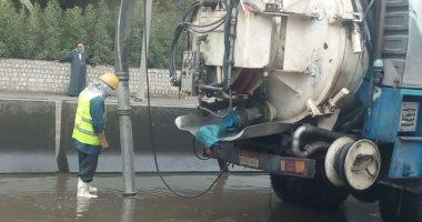 شركة مياه الجيزة تدفع بـ30 سيارة لشفط تجمعات مياه الأمطار