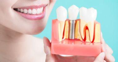 زراعة الأسنان لها فوائد عديدة منها حمايتك من ضمور عظام الفك