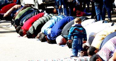 """""""طاعة الرب فى حمى الأب"""".. صورة بألف كلمة بصلاة الجمعة بحديقة الحيوان"""