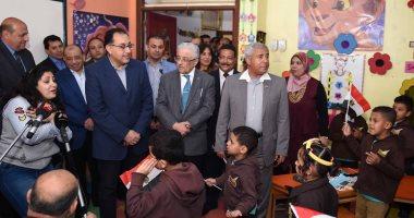 رئيس الوزراء يجرى جولة بمدارس أسوان ويشهد توزيع التابلت على الطلاب