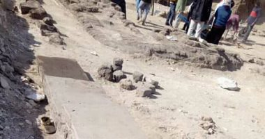 صور .. الآثار تستأنف أعمال الحفائر بجوار هرم ميديوم ببنى سويف