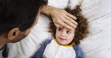 6 علامات تحذرك بأن طفلك يعانى من مرض خطير أبرزها التشنجات والحمى