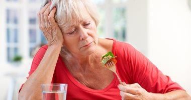 لا تتركهم وحدهم.. كيف تتأثر صحة كبار السن من تناول الطعام بمفردهم؟