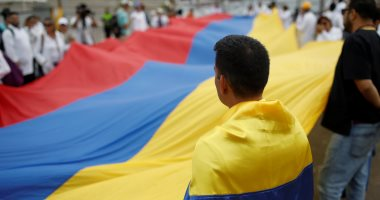 """مظاهرات بـ""""البالطو الأبيض"""".. أطباء فنزويلا يحتجون بسبب الأوضاع المأساوية"""