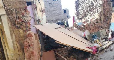 انهيار منزلين فى سوهاج بسبب هبوط أرضى لتسرب مياه دون خسائر بالأرواح.. صور