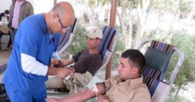 صور..رجال الشرطة يتبرعون بدمائهم لمرضى مستشفى القصر العينى