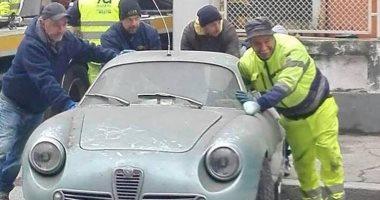 صور.. بيع سيارة قديمة فى مزاد علنى فى إيطاليا بعد اكتشافها فى قبو.. اعرف سعرها