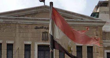 قارئ يشارك صورة علم مصر ممزق فى أحد شوارع محافظة الإسكندرية