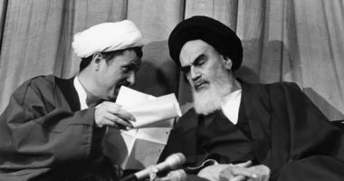 """كيف سيطر الخمينى على السلطة فى إيران بشعار """"الموت لأمريكا"""" ؟"""