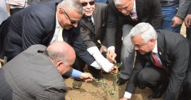 """جامعة المنوفية تدشن مبادرة """"هانجملها"""" بزراعة أشجار الزيتون والرمان والليمون"""