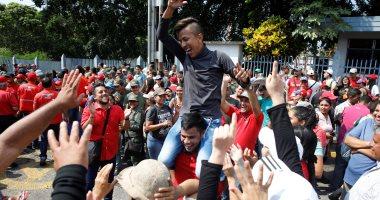 صور.. الآلاف يتظاهرون لدعم الرئيس نيكولاس مادورو بفنزويلا