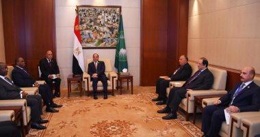 السيسي يلتقى رئيس البنك الأفريقى ويؤكد تطلع مصر لمزيد من مجالات التعاون