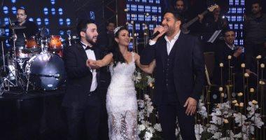 """صور.. حماقى يشعل زفاف نجل المخرج طارق العتر بـ""""كل يوم من ده"""""""