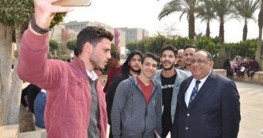 رئيس جامعة حلوان فى جولة تفقدية لمتابعة سير الدراسة بالتيرم الثانى.. صور