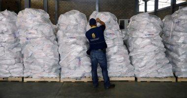 مركز الملك سلمان للإغاثة يوزع 450 سلة غذائية للأسر اللبنانية الأكثر احتياجًا