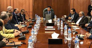 أشرف صبحى يلتقى اللجنة المنظمة لبطولة البحر المتوسط لكرة اليد
