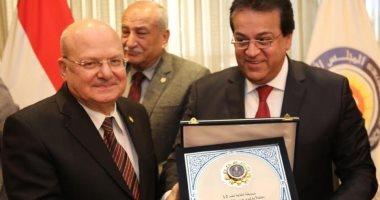 وزير التعليم العالى يكرم رئيس جامعة الزقازيق باجتماع المجلس الأعلى للجامعات