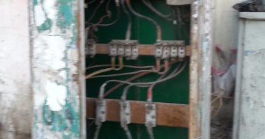 قارئ يرصد كشك كهرباء مفتوح بجوار سور مدرسة فى حلوان