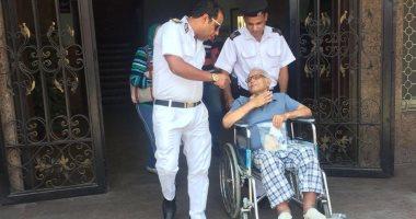 فيديو.. الشرطة تنقل كبار السن والمرضى من المنازل للجان