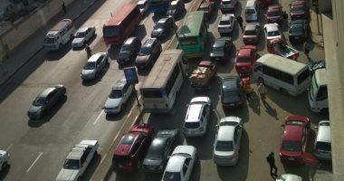 مواطن يطالب نقل موقف سيارات من أمام مجمع مدارس حفاظا على أرواح الطلاب