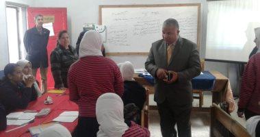 مدير تعليم الإسماعيلية يتفقد انتظام الدراسة بمدرسة النصر الإعدادية بنات