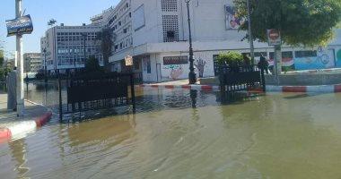 صور.. غرق ميدان المحطة وديوان محافظة أسوان بالمياه بعد كسر بخط رئيسى