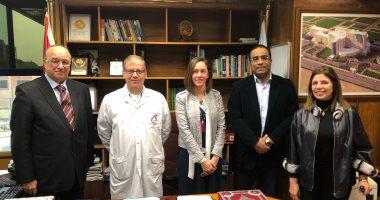 السفير محمود كارم يزور المركز العالمى للقلب الرياضى بمستشفى وادى النيل