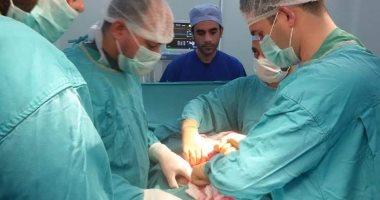 صور.. فريق طبى ينجح فى إزالة 47 حصوة من مثانة رجل أربعينى بمستشفى الغردقة