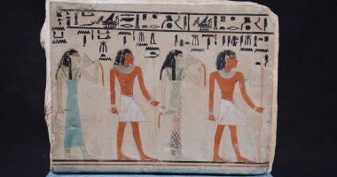 شاهد.. قناع مذهب ولوحة جنائزية قطعتا الأسبوع فى المتحف المصرى