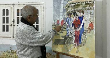 فنان تشكيلى يجسد تاريخ سيناء بالرسوم.. رجب عامر صمم مرسما على شاطئ العريش